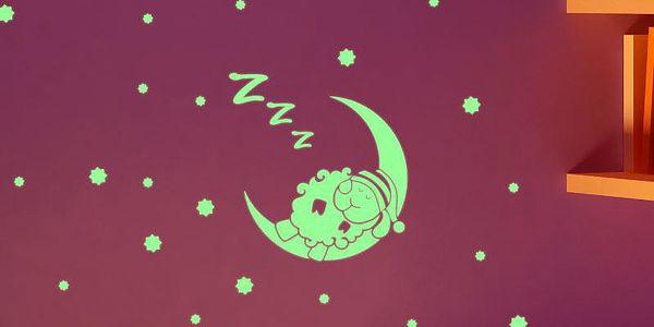 Samolepka svítící ve tmě Ambiance Sleepy Sheep on the Moon