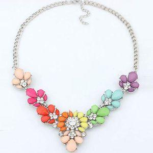 Bohatě zdobený náhrdelník ve veselých barvách - poštovné zdarma
