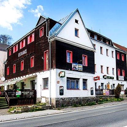 3 nebo 4denní pobyt pro 2 se snídaní či polopenzí v hotelu Slavie na Šumavě