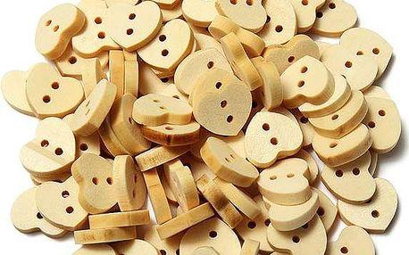 Dřevěné knoflíky v podobě srdíček - 100 kusů