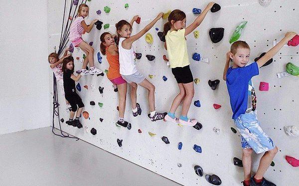 Dětská narozeninová párty s lezením na umělé stěně