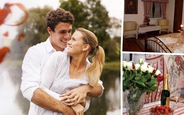 Dokonalá romantika v pensionu Krásné Údolí pro 2 osoby na 3, 4 nebo 5 dní. Čeká vás komfortní ubytování, snídaně s donáškou do postele a minibar plný dobrého pití a dobrůtek. Užijte si atmosféru Českého Krumlova a návštěvu jeho krás.