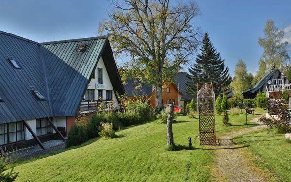 Letní nebo podzimní pobyt v Harrachově s neomezeným bazénem pro DVA