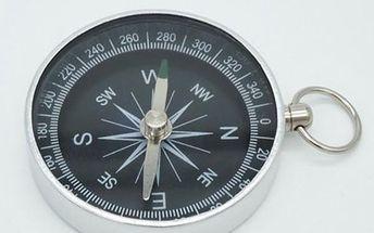 Kompas s kroužkem k uchycení