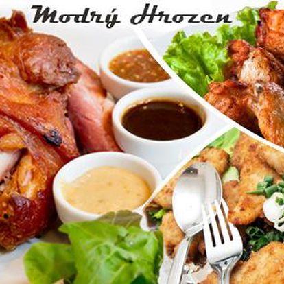 1kg kuřecí řízky + 1 kg křídel či 1 kg řízků z krkovice + 1kg vepřové koleno + příloha