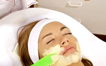 Kosmetické ošetření pleti v délce 60 minut. Čištění, peeling, úprava a barvení řas a mnoho dalšího!