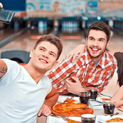 Dvě skvělé pizzy a hodina na bowlingové dráze