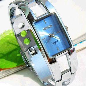 Elegantní náramkové hodinky s modrým ciferníkem - dodání do 2 dnů