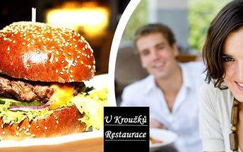 300g hovězí burger z jihoamerického býka, čedar, rajčata a BBQ omáčka s hromadou domácích hranolek v restauraci u Kroužků. Pokud patříte mezi milovníky burgerů, nezmeškejte tuto nabídku restaurace U Kroužků, příjemné restaruace na pražském Žižkově.