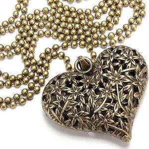 Náhrdelník s přívěskem ve tvaru srdce a raženým vzorem - skladovka - poštovné zdarma