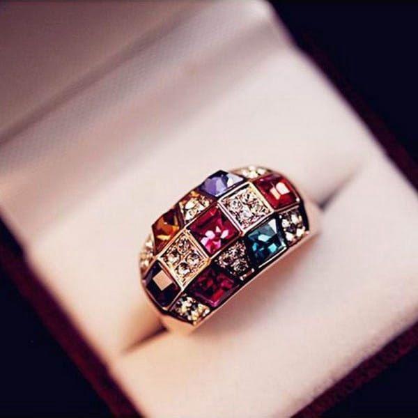 Dámský prsten s pestrobarevnými kamínky
