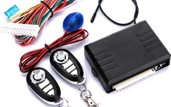Univerzální dálkové ovládání pro centrální zamykání automobilu