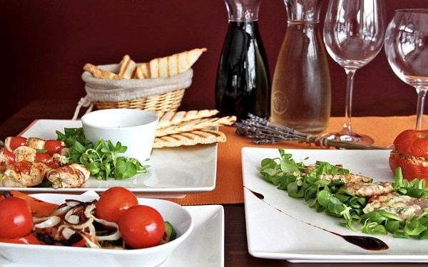 Karafa vína a lahodné tapas v Café baru Giraffe
