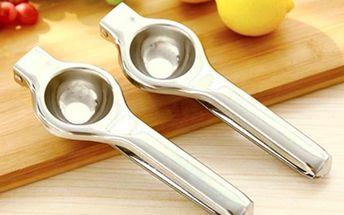 Ruční odšťavňovač citrónů ve stříbrné barvě
