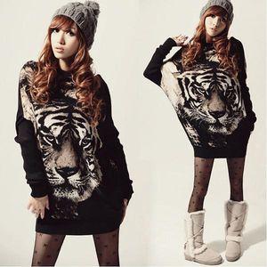 Dlouhý dámský svetr s potiskem Tiger