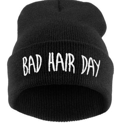 Zimní čepice s vtipným nápisem 'Bad Hair Day' - černá barva - dodání do 2 dnů