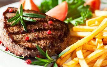 Vepřové a kuřecí steaky v restauraci Baba Jaga