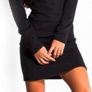 Minišaty s odhalenými rameny Ciara