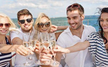 Plujte za zážitky: Hodinový pronájem Party lodě