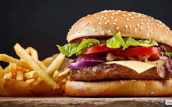 Burgerová hostina se spoustou hranolků