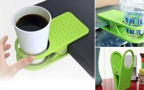 Praktický držák na nápoje s klipsem, který můžete uchytit na kterýkoliv stůl a vychutnat si svůj oblíbený nápoj!