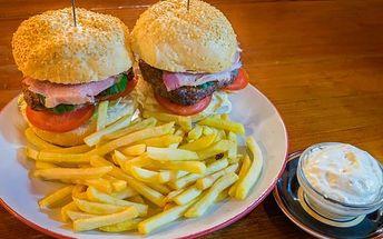2x mega burger + hranolky U Fíčků na Žižkově