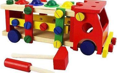 Dřevěné autíčko pro děti.