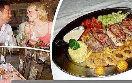 1,5 kg Výtečné Rudolfovo plato s panenskou svíčkovou, kuřecím steakem, krkovičkou, slaninou, zeleninou a přílohami ve vyhlášené restauraci Golemův RESTAURANTsoriginální obrazovou výzdobouz rudolfínského období, krásnou romantickou zahrádkou a oceněním