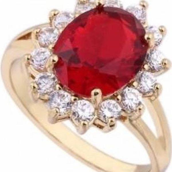 Prsten s výrazným červeným kamínkem