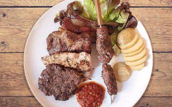 Balkánský gril mix s brambory a domácím chlebem