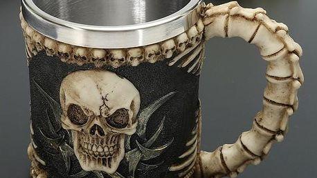 Ďábelský hrnek s lebkou a kostmi