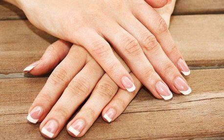 Krásné nehty s francouzskou manikúrou