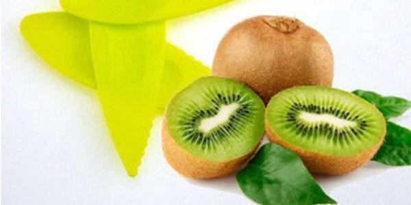 Plastová pomůcka k loupání ovoce