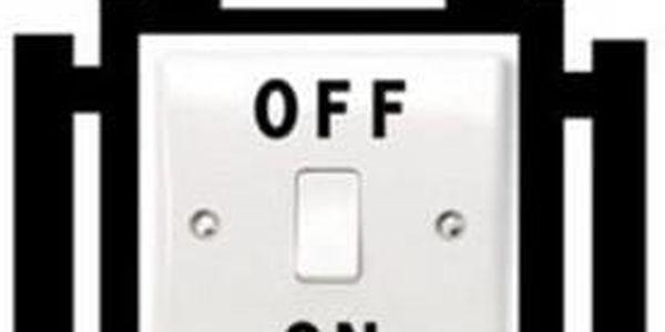 Samolepka na vypínač v podobě robota