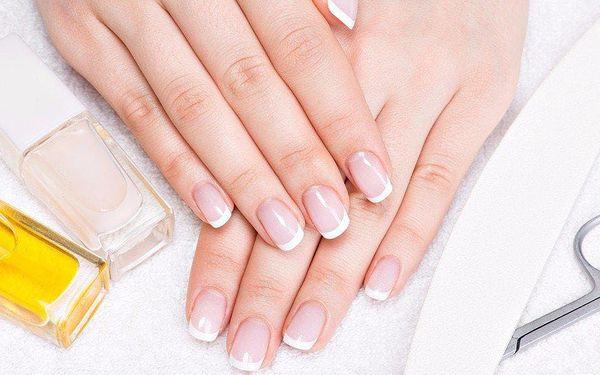 Posilující manikúra a keratinizace nehtu