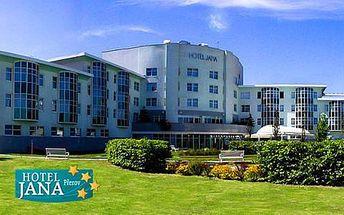 Neomezený vstup do špičkového wellness centra v Hotelu Jana**** s gurmánskou polopenzí, bowlingem a billiardem pro 2 osoby