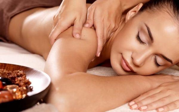 Uvolňující hodinová masáž pro 1 osobu nebo pár + možnost permanentky na 5 masáží