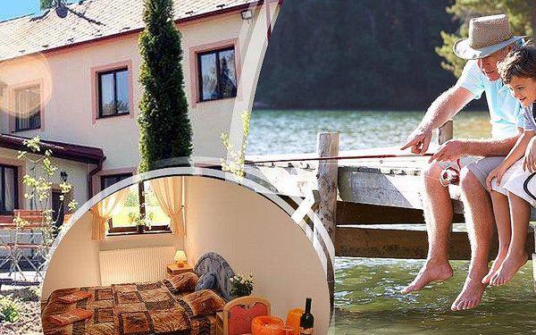 Pobyt pro dva v Penzionu Najdek s polopenzí, lahví vína, vstup do bazénu a navíc rybářská povolenka.
