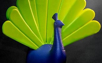 Magnetický držák na klíče v podobě páva
