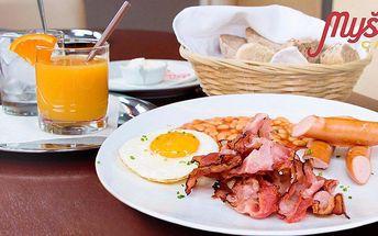 Vydatná snídaně v tradiční cukrárně Myšák