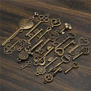 Sada 19 přívěsků ve tvaru klíčů