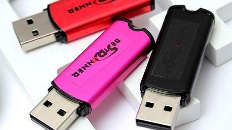 8GB USB flash disk ve 3 barvách