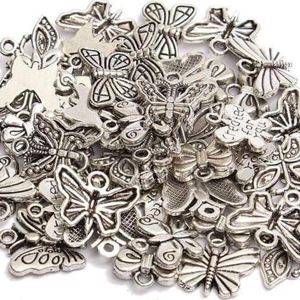 Sada přívěsků v podobě motýla - 50 kusů
