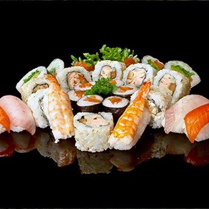 Speciální velký sushi talíř pro 3 - 4 osoby, v restauraci Pho Lam Ha na Žižkově.