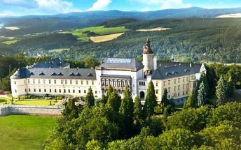 3denní pobyt s wellness a snídaněmi v zámeckém Chateau hotelu Zbiroh pro 2 osoby