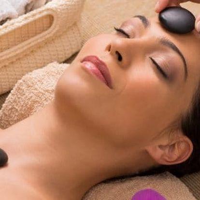 Liftingová masáž obličeje a dekoltu lávovými kameny
