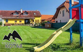 Bílé Karpaty, 3-5 dní pro 5 osob v Chalupě Kotár s mini farmou: lahev vína, dort