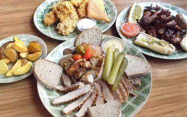 Vydatná masová hostina včetně příloh a omáček