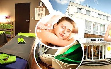 2,5 hodiny relaxace pro každého - speciální wellness balíček pro dva, 7 wellness procedur v luxusním prostředí Hotelu Golf ****. Solná koupel, detoxikace a hubnutí, rašelinový obklad, hřejivý zábal, výživná peče o ruce a chodidla.