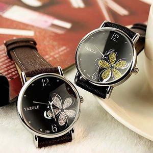 Moderní dámské hodinky s květinou